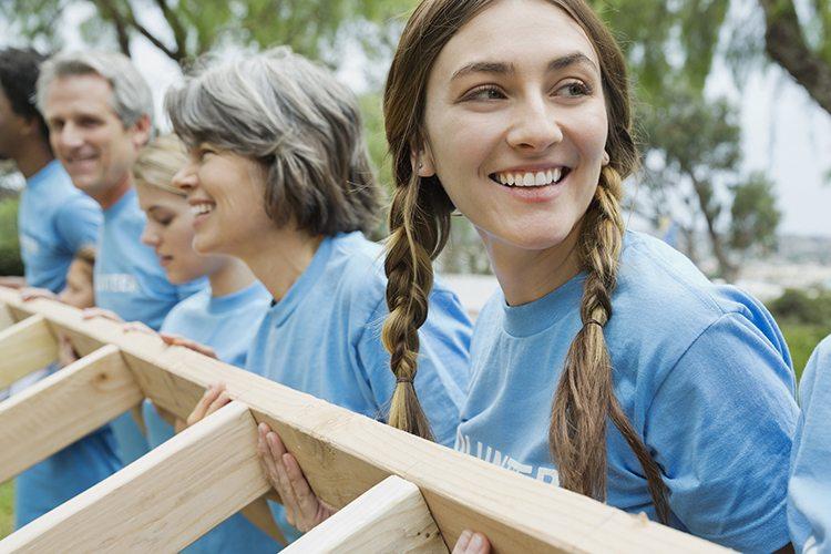 Volunteer-Building-Homes
